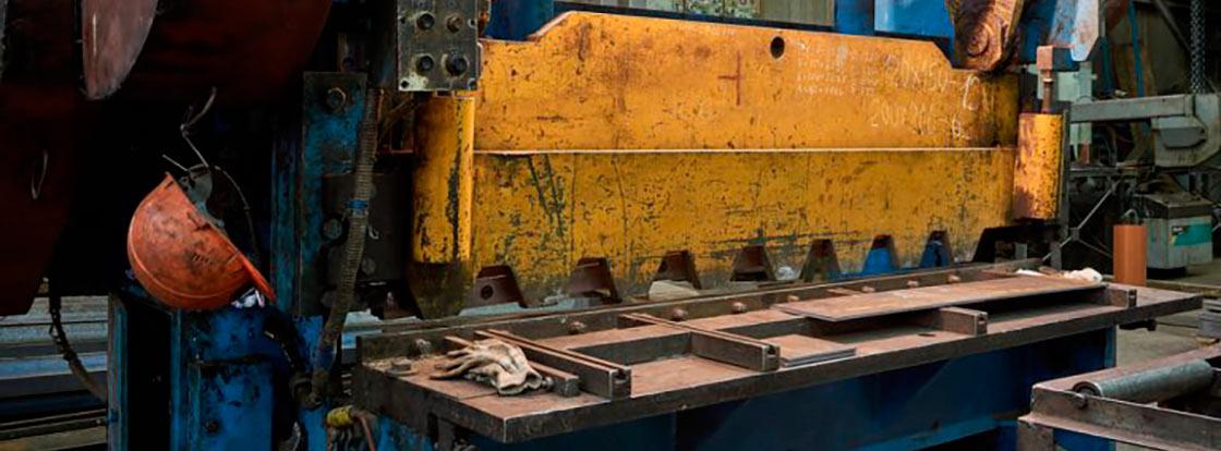 Гильотина для рубки металла в Севастополе. Стальмонтаж